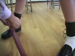 教室で緊縛吊るしたセーラー服JKのアナルにクリセリン注入